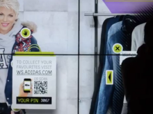 Window Shoppen bij Adidas met behulp van Digital Signage