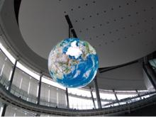 De eerste digitale wereldbol met 10.362 schermen