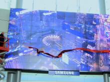 Een mega scherm van Samsung van wel geteld 100 LCD schermen op McCarran Airport.